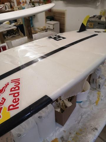 Réparation planche de surf pliée